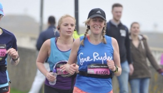 Anne running past in her Sue Ryder vest at the Brighton Marathon