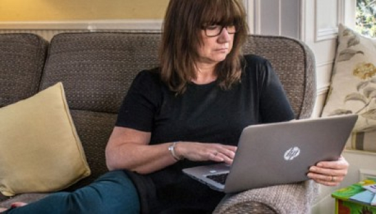 Image of laptop user browsing the Sue Ryder Online Bereavement Support