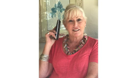 Image of Sue Ryder volunteer, ALison, holding a telephone in her befriender role